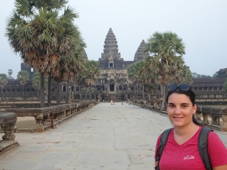 Une chance, seule face à Angkor Wat (un million de visiteurs par an)
