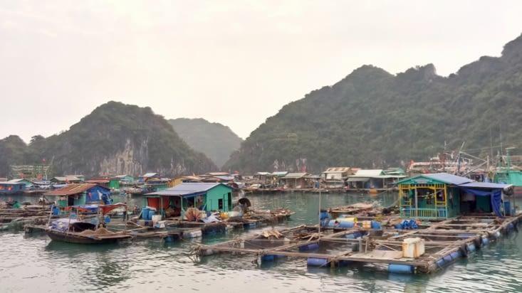 Village de pecheurs flottant
