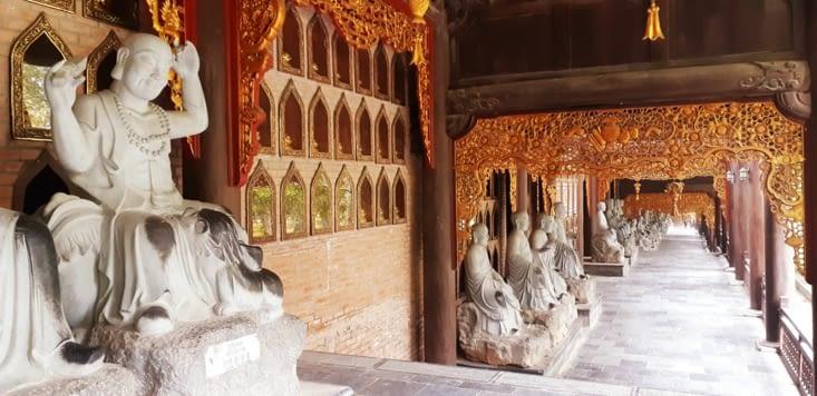3 km de couloirs avec plus de 500 bouddhas