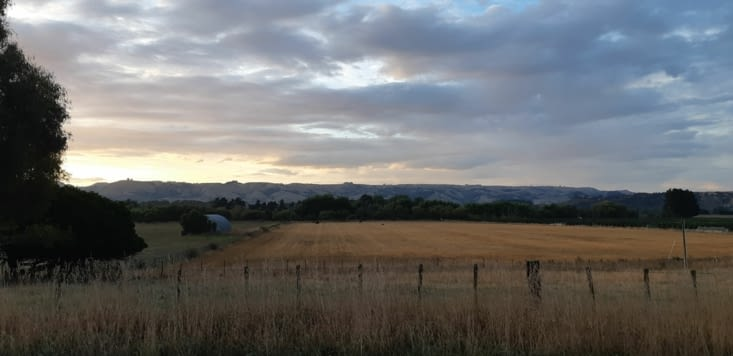 Premier levé de soleil avant le travail