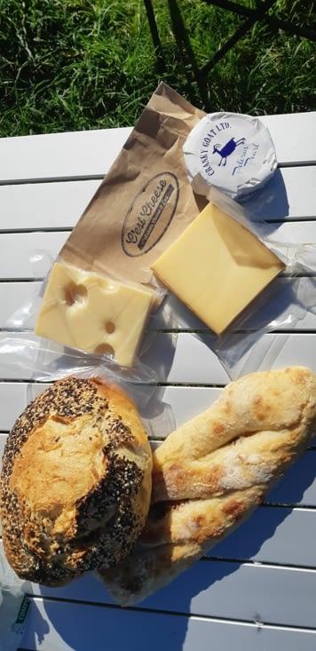 Petit plaisir du week-end, fromages et pain français !!! 🧀🧀🧀🧀
