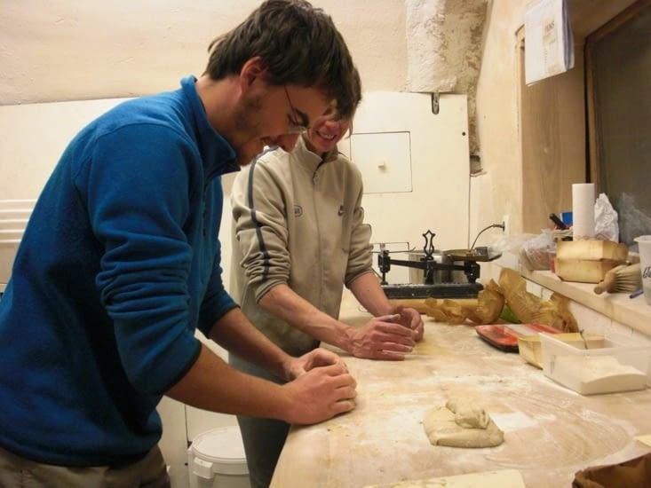 Façonnage du pain avec Flavie