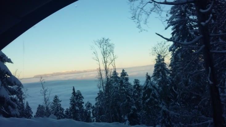 chemin en navette chaque matin: passage au dessus du brouillard annecien