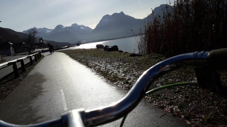 En vélo of course!