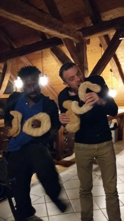 Avec Jojo qui fête lui aussi son anniversaire, chacun son chiffre en pain : !!