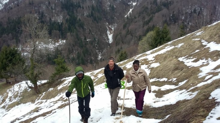 Première fois pour Sido en raquette dans la neige ...