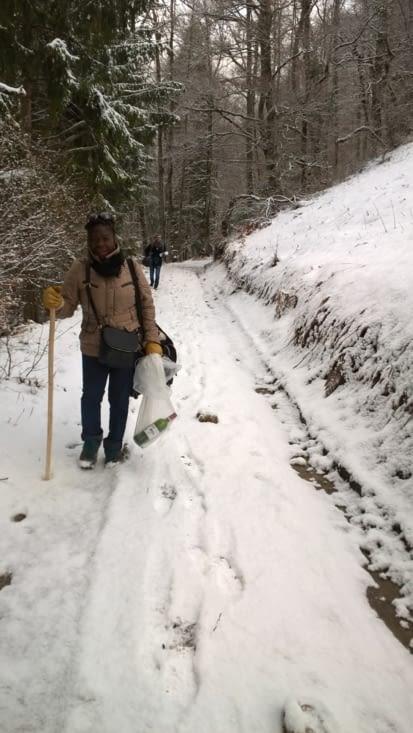 Tout commence par un chemin enneigé.... qui grimpe  bien et nous amène à un lieu isolé