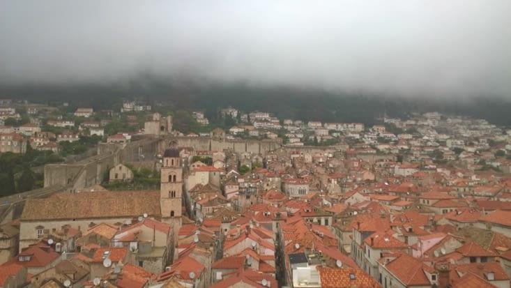 Dubrovnik et son nuage pluvieux.