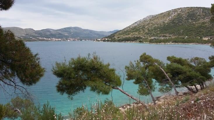 Reprise de la route vers Split le long de la côte sauvage où Yakolo a trouvé bon repos