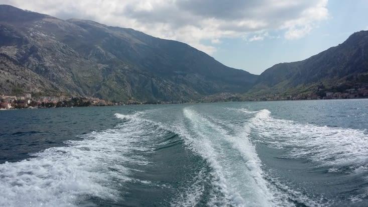 On s'offre une ballade en bateau pour un peu de culture: la baie de kotor a été fortifiée