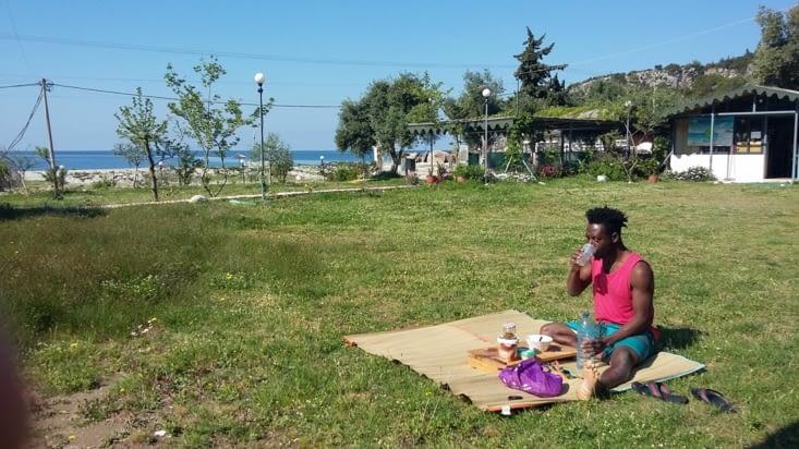 Cependant nous sommes vraiment gentiment guidés jusqu'à un camping en bord de plage qui