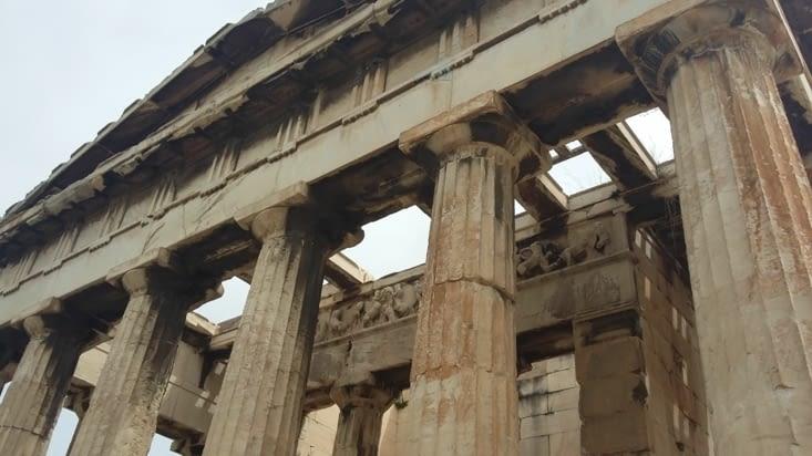 Arrivés sur l'Agora ( qui signifie se réunir), place où est né la démocratie