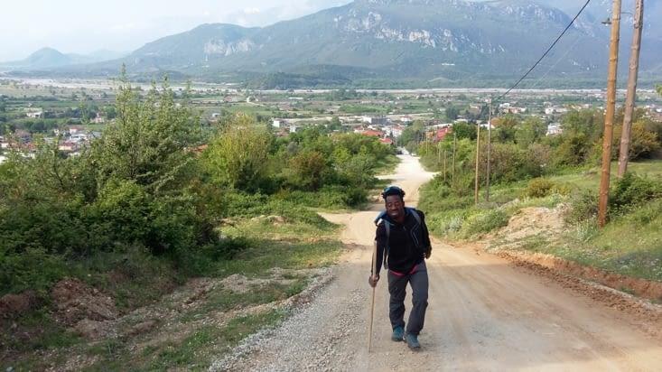 Il est 9h quand nous entamons notre périple: En contrebas la vallée de Kalambaka et
