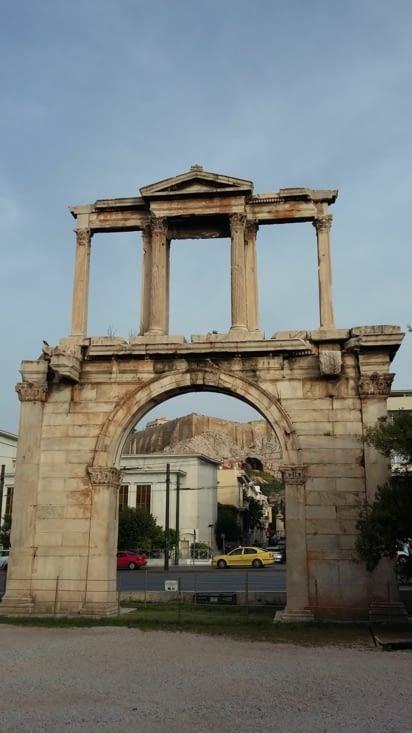 L'Arc d'Adrien à l'entrée de la ville, empereur romain qui a soutenu la ville d'Athènes.