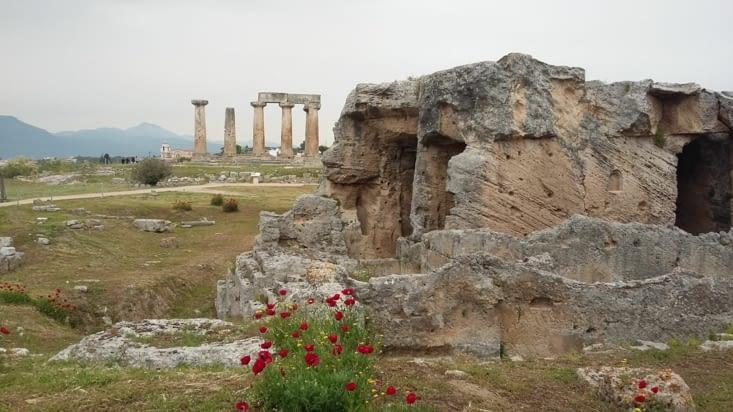 Le temple d Appolon dans le vieux Korinthos. Temple érigé durant l apogée de cette ville