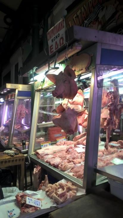 Toutes sortes de cadavres d'animaux pour Pâques, énorme fête dans ce pays orthodoxe