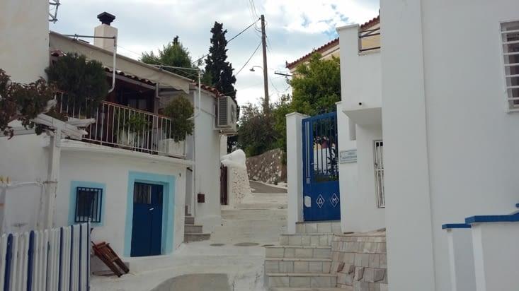 ce n'est plus un mythe ces maisons blanches et bleues