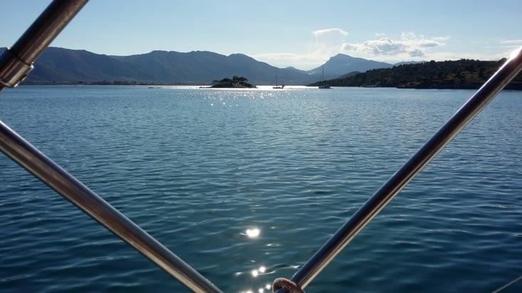 Invitée sur le bateau des canadiens, nous voguons jusqu'à la baie des russes