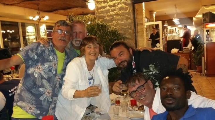 Retour sur Athènes : resto ensemble avecpirate Big boss Nikos,  Irène, Jaja,  Gas et Les