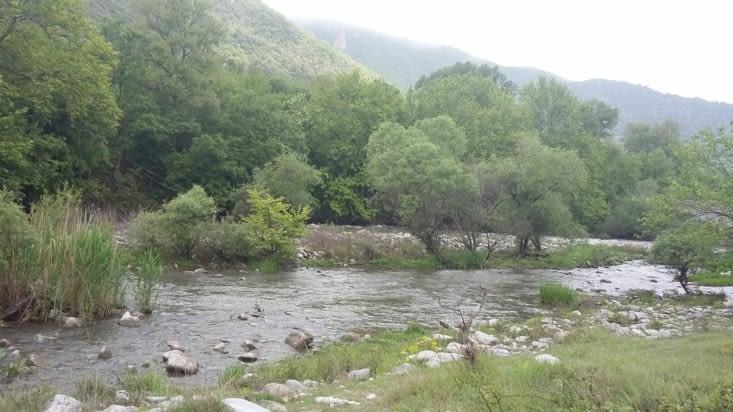 """Petit spot de rafting au bord de la rivière menant à Rila: nous n'avons pas """"rafté"""""""