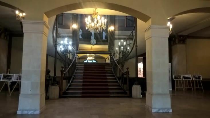 A l'intérieur du magnifique musée de Bucarest...