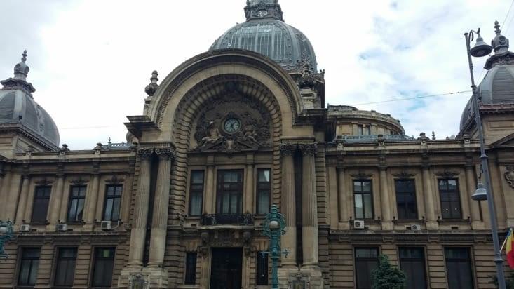 La banque nationale, édifice majestueux qui a résisté au seisme de 1977