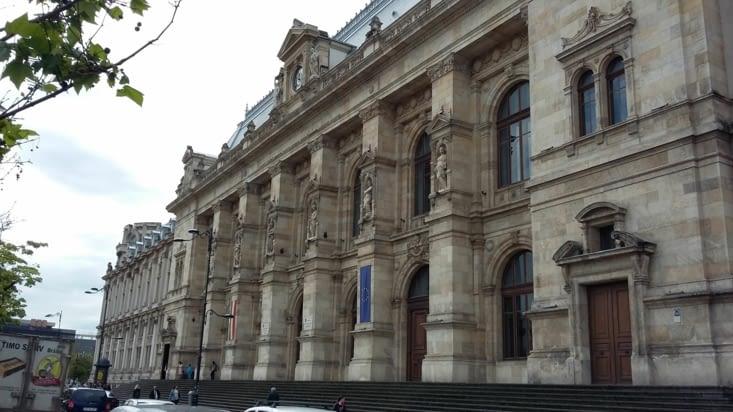 magnifique palais de justice