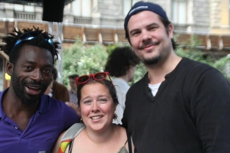 on entend de la musique en pleine rue, on rencontre Grégoire!