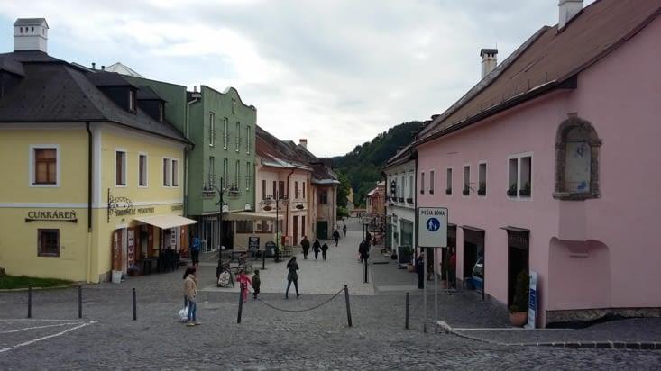 L'un des gars curieux de notre voyage nous conseille de nous arrêter à Kremnica sur notre