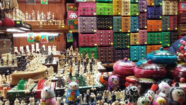 couleurs éclatantes et mille boîtes aux trésors ....