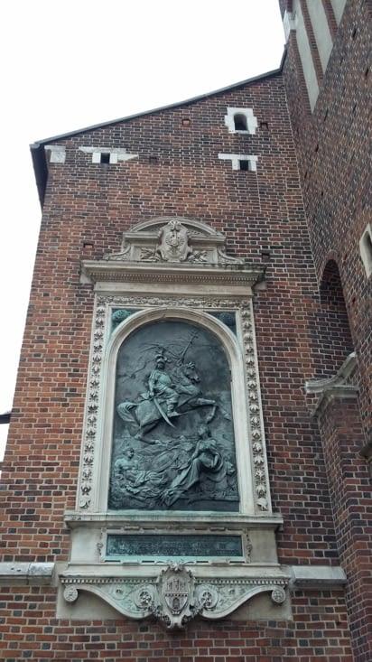 sur l'église Sainte Marie de la place