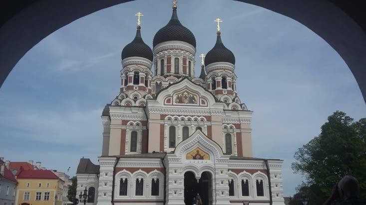 La cathédrale Alexandre Nevsky, construite face au parlement dans le but de la