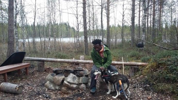 Fun qui a été assez douce pour se laisser sortir dans la forêt avec nous, super moment.