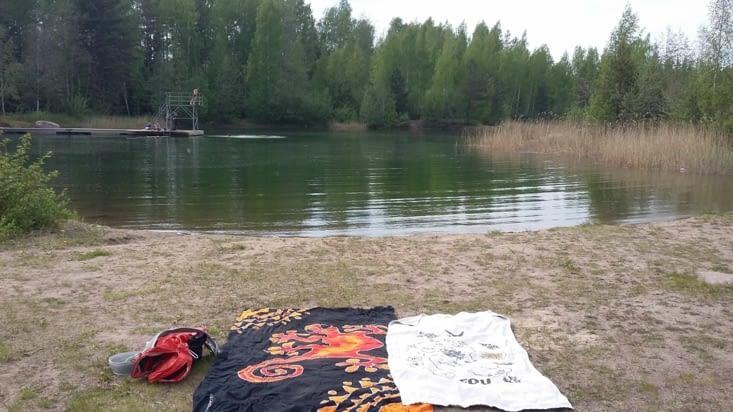 par 22 degrés extérieurs, une dizaine dans l'eau.....ça ne fait pas peur aux finlandais.