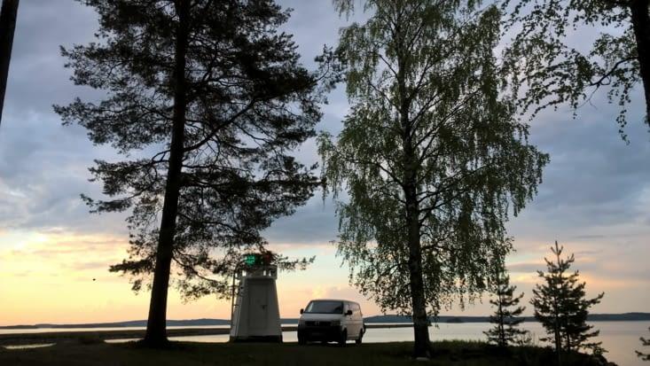 Yakolo au repos dans cet havre de paix finlandais: l' esprit de vie en pleine Nature nous