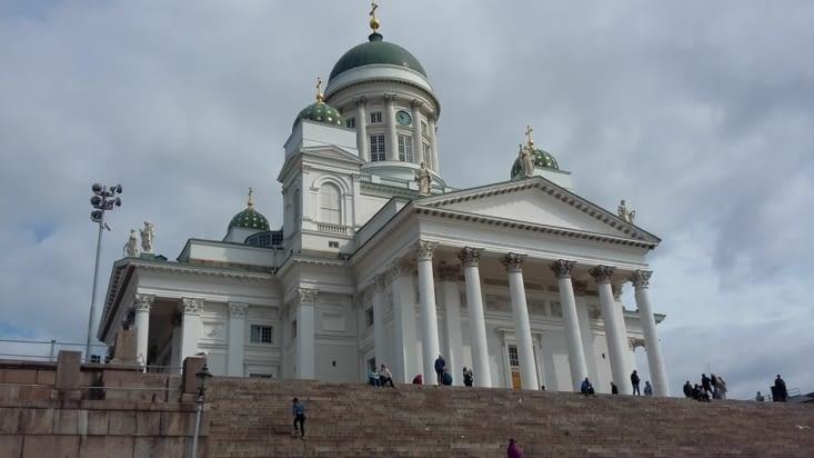 Après d'émouvantes retrouvailles, nous allons à la découverte d'Helsinki où la religion