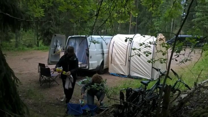 Après une bonne journée de vadrouille, camp de base posé et apéro entamé!