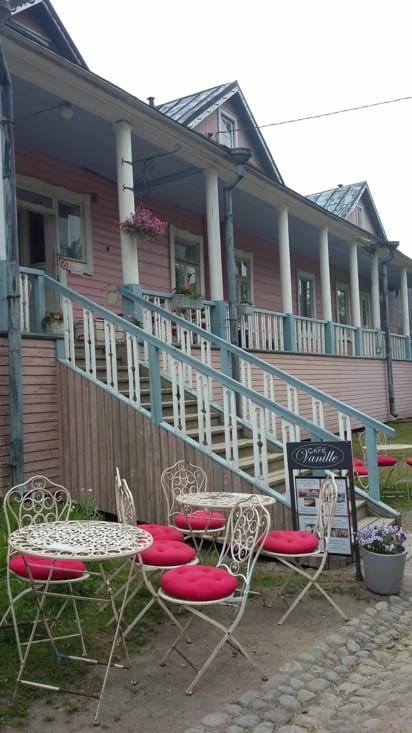 Arrivée sur l'île de Suomelina, maison typique d'ici.