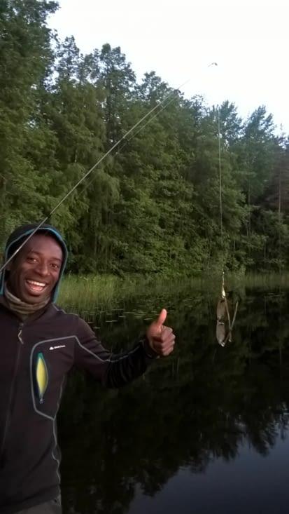 essai de pêche pour Jaja ce soir, de drôles de poissons à lunettes en Finlande!