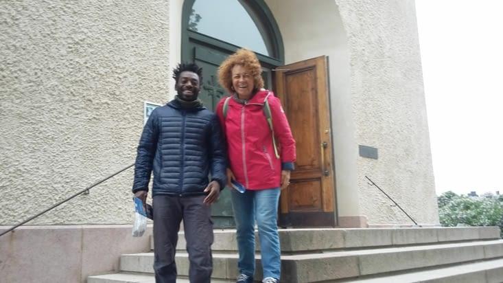 Les visites d'église luthériennes semblent drôles ... pour Marylise et Jaja!