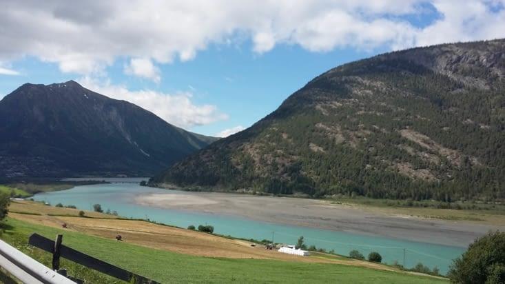 eau turquoise: paradis des peintres cette route !