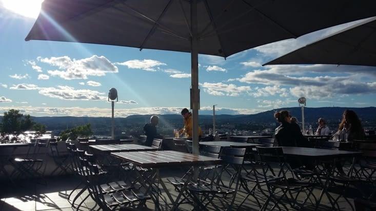 on se boit un verre pour se remettre de nos émotions, vue panoramique depuis ce parc !