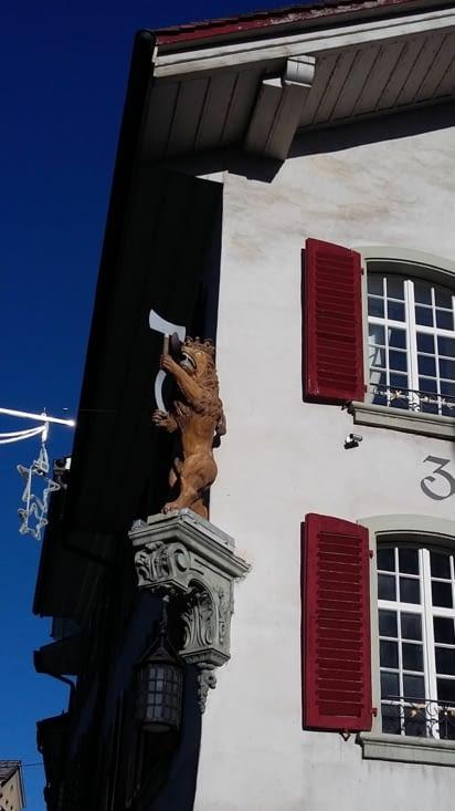au détour de l'église de Thoune, pause dans un coin chaleureux de la ville