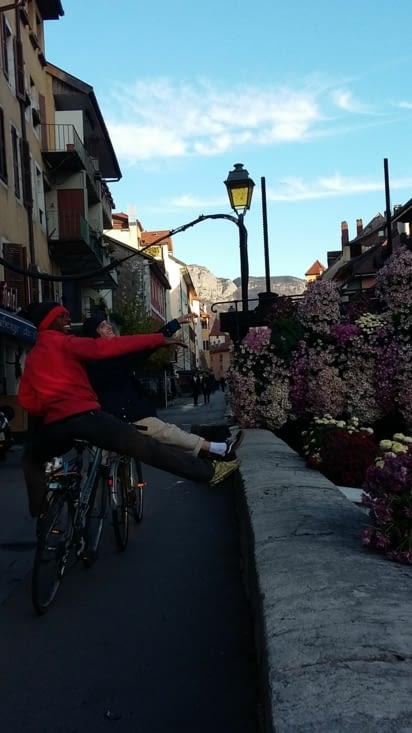la grâce en vélo dans Annecy