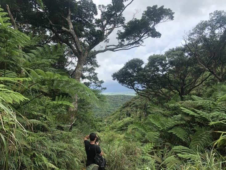 Une descente calme du mont, excepté l'averse à la fin. Direction notre auberge
