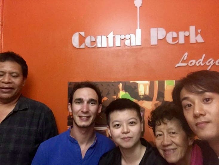Un néo-zélandais, Asta, une vietnamienne et Tomoharu