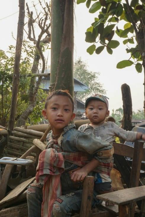 Les enfants s'occupent souvent de leur petits frères et sœurs