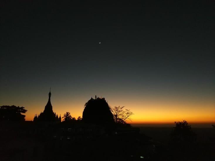 Coucher de soleil sur le Mont Popa