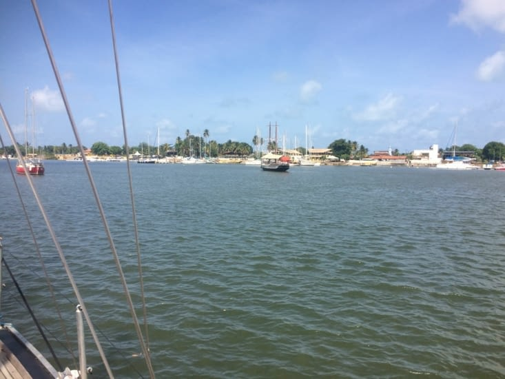 Avec en face, la marina de Jacaré Village