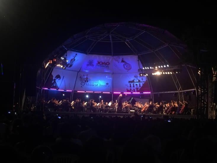 et à être même gratifié le soir venu d'un mémorable concert live de musique classique